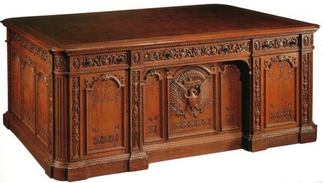 oval-office-resolute-desk