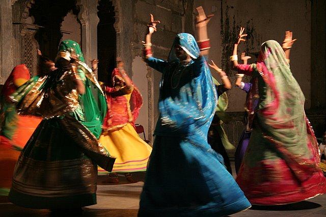 dancingwomen